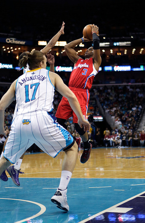. Los Angeles Clippers point guard Chris Paul (3) shoots in front of New Orleans Hornets power forward Lou Amundson (17) in the first half of an NBA basketball game in New Orleans, Wednesday, March 27, 2013. The Clippers won 105-91. (AP Photo/Gerald Herbert)