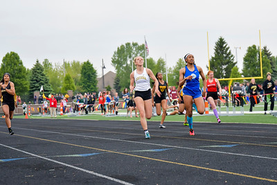 Girls' 200 Meters - 2019 MHSAA LP D2 T&F