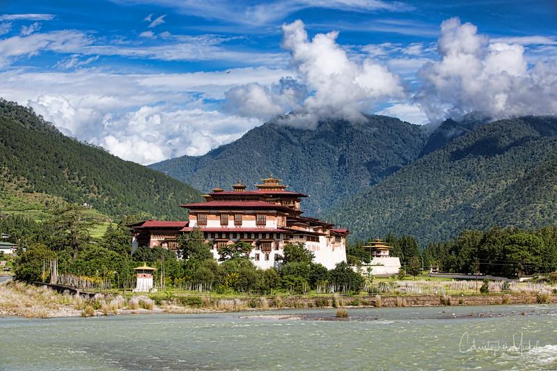 punakha-dzong_chorten-nebu_20120917_8173.jpg