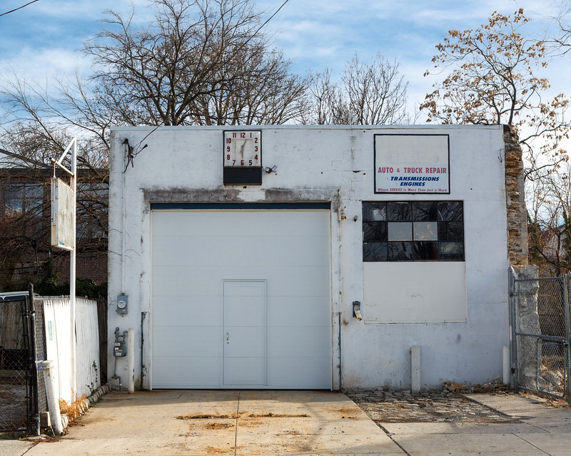 Queen Lane Garage