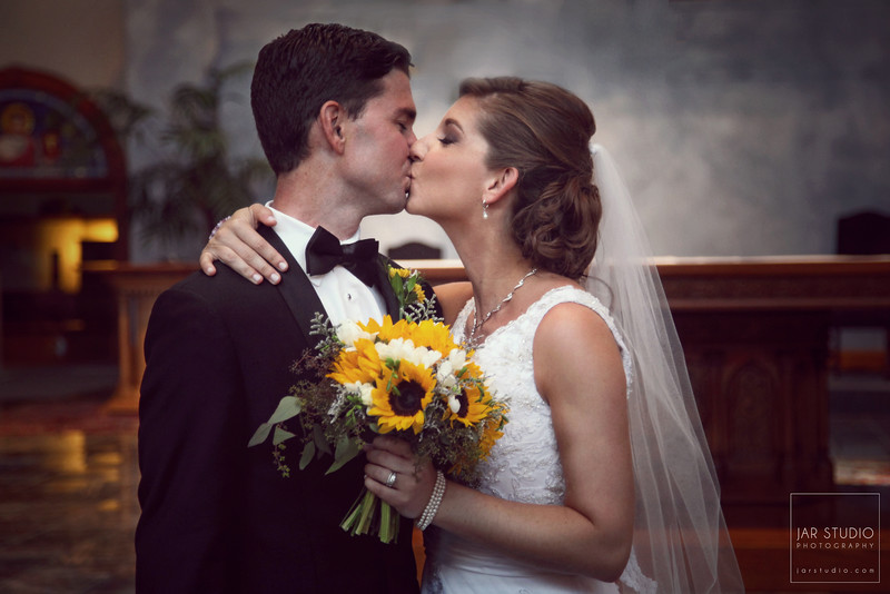 15-hitched-beautiful-bride-bouquet-jarstudio-photography.JPG