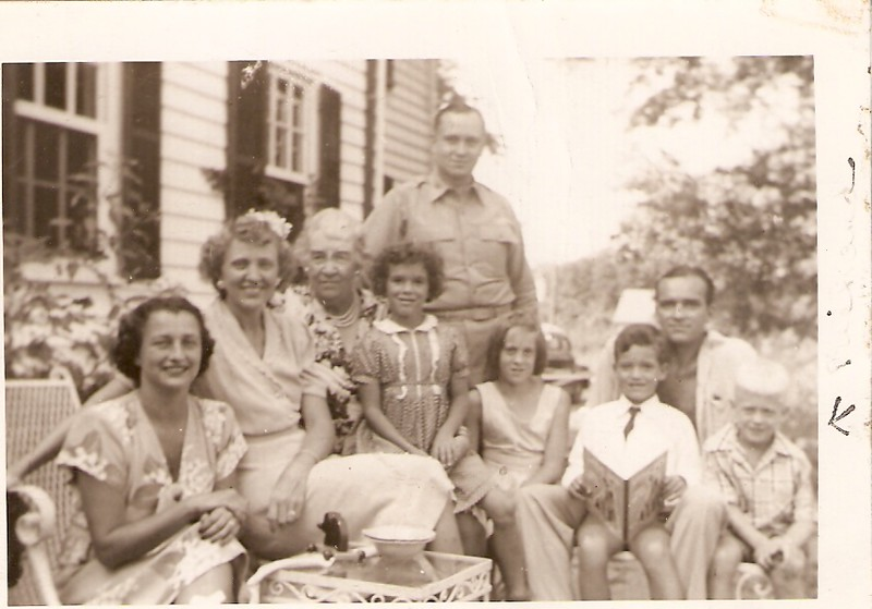 01 1945 Lil & Arthur, Joy & Artie visiting the elder Calfees.jpg