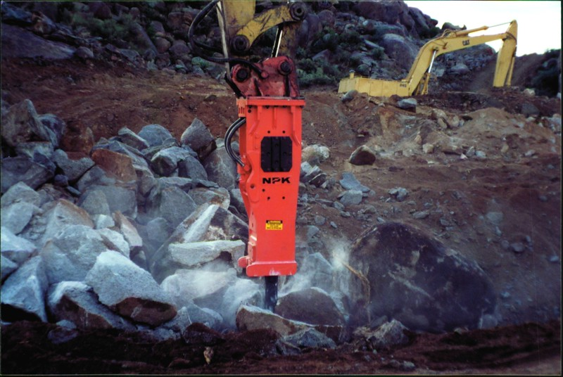 NPK E260A hydraulic hammer on Cat excavator 12-10-99 (5).JPG