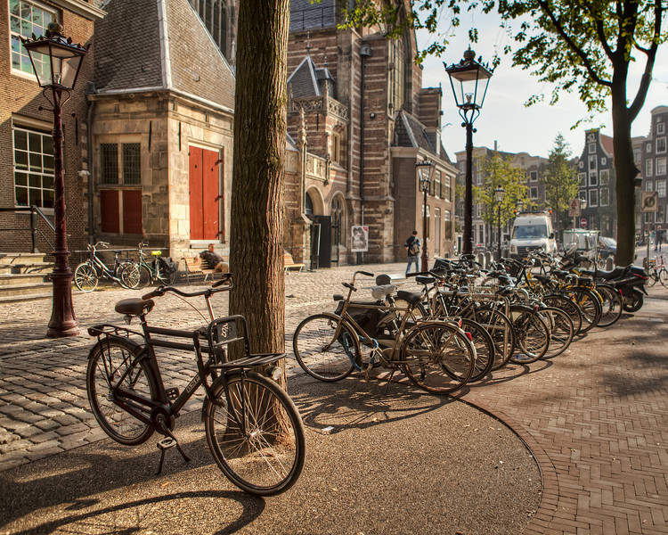 Bicycles-near-the-old-church-in-the-red-light-district-in-amsterdam.jpg