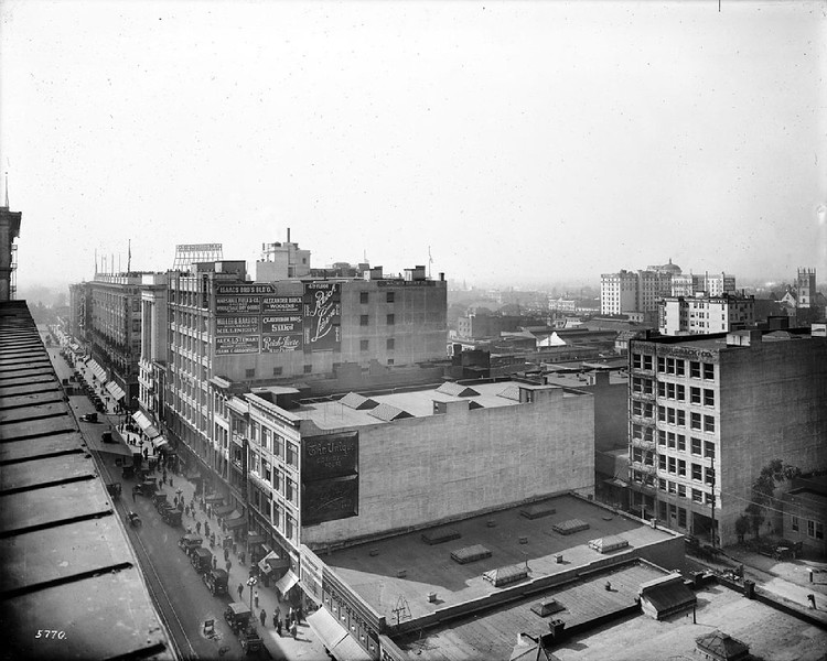 Panoramic view of Los Angeles from the Lankershim building, showing South Broadway (left), 7th Street (center) and North Broadway (right), November 1917