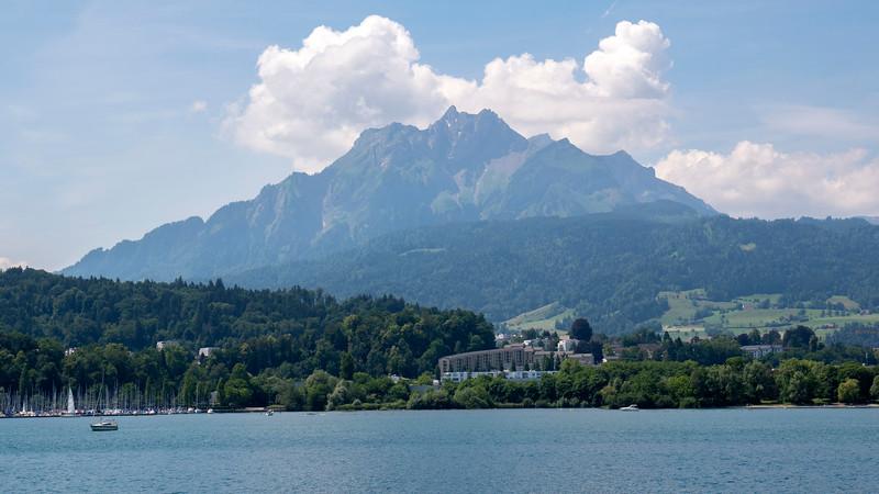 Switzerland-Boat-to-Lucerne08.jpg