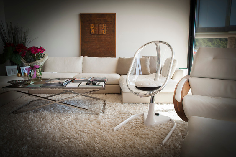 Mima_Moon_Lifestyle_White_Junior_Seat_In_Living_Room_Setting.jpg