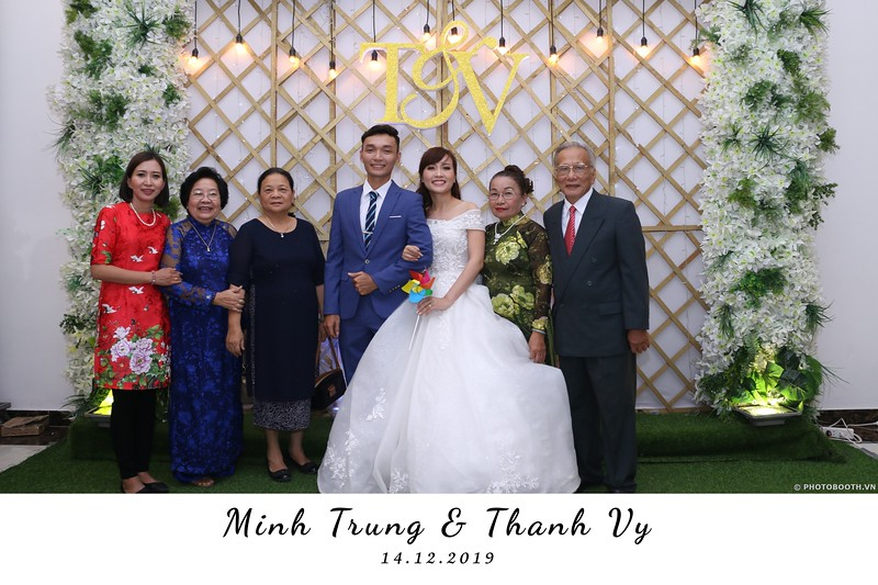 Trung-Vy-wedding-instant-print-photo-booth-Chup-anh-in-hinh-lay-lien-Tiec-cuoi-WefieBox-Photobooth-Vietnam-021.jpg