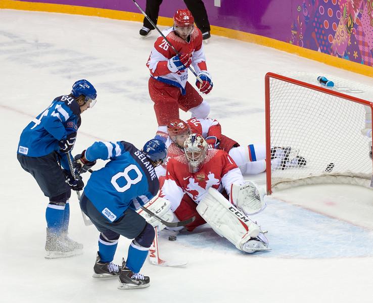 Selänne makes a goal