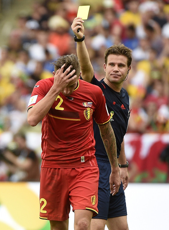 . German referee Felix Brych shows the yellow card to Belgium\'s defender Toby Alderweireld, during a Group H football match between Belgium and Russia at the Maracana Stadium in Rio de Janeiro during the 2014 FIFA World Cup on June 22, 2014.  AFP PHOTO / MARTIN BUREAU