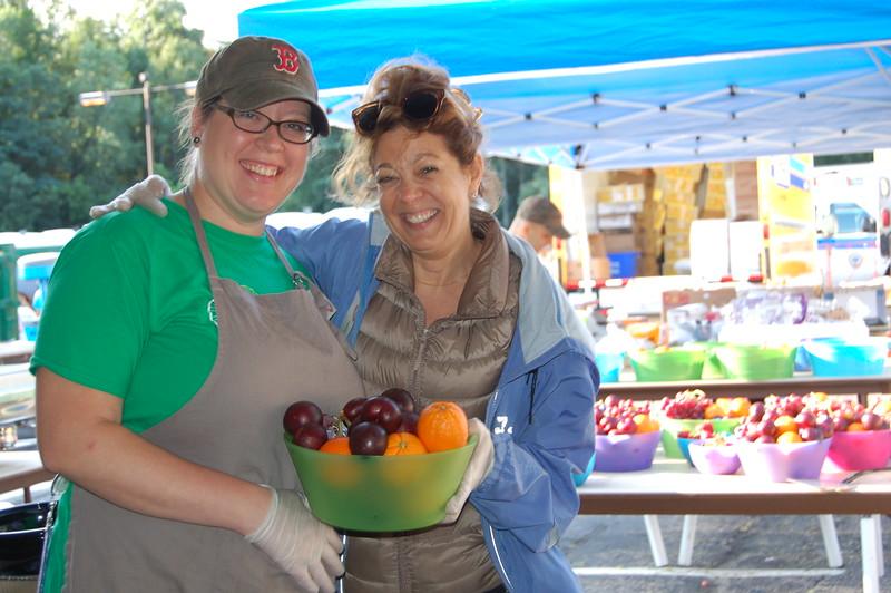 Sun-Wellesley-Volunteer-Fruit1-CK0101.jpg