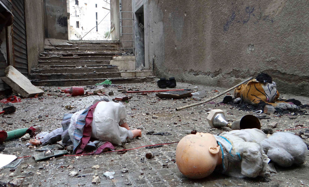. Toys are seen among the rubble of damaged shops in Aleppo\'s al-Amereya district December 11, 2012. Picture taken December 11, 2012. REUTERS/Aaref Hretani