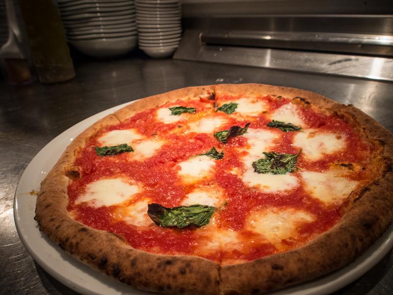famoso pizza 2.jpg
