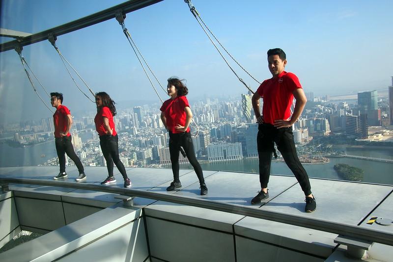 PC048955-airasia-dancers.JPG