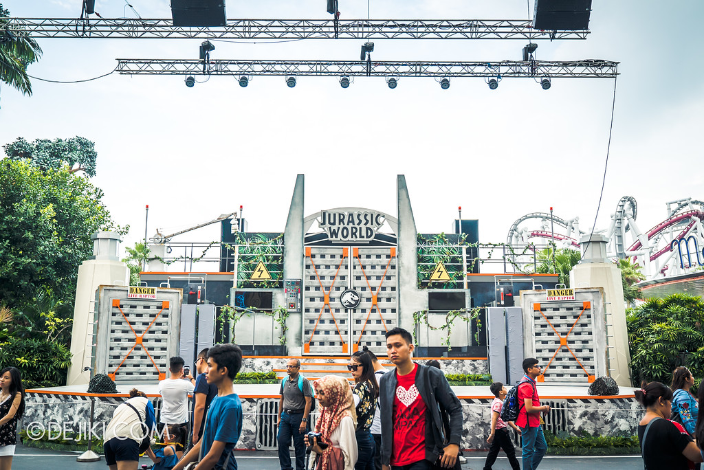 Universal Studios Singapore Park Update - Jurassic World Explore and Roar Stage with crowd
