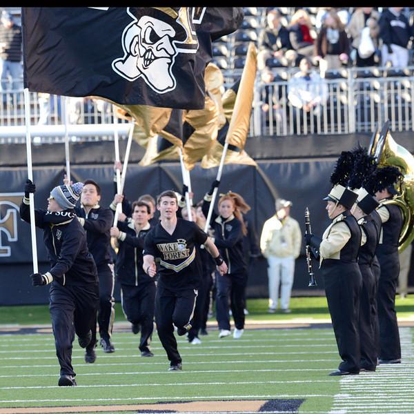 Cheerleaders run to to field 02.jpg