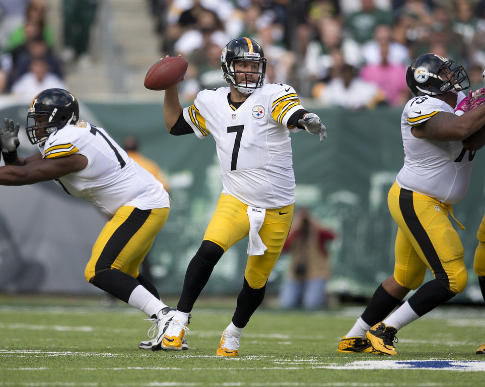 . Quarterback Ben Roethlisberger #7 of the Pittsburgh Steelers throws the ball against the New York Jets on October 13, 2013 at MetLife Stadium in East Rutherford, New Jersey. (Photo by Mitchell Leff/Getty Images)