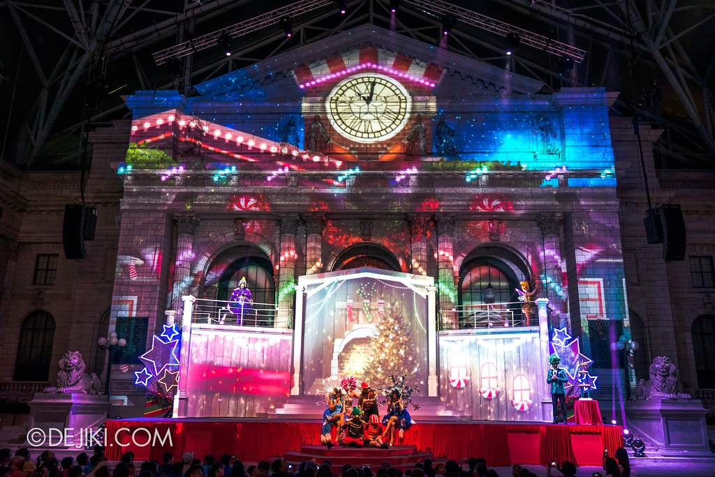 Universal Studios Singapore - A Universal Christmas event 2017 / Search for A Christmas Star show - Projection effects