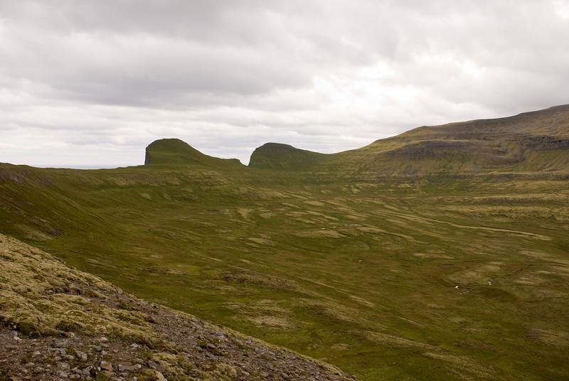 Eilífstindur, Harðviðrisgjá, Skófnaberg og Almenningaskarð