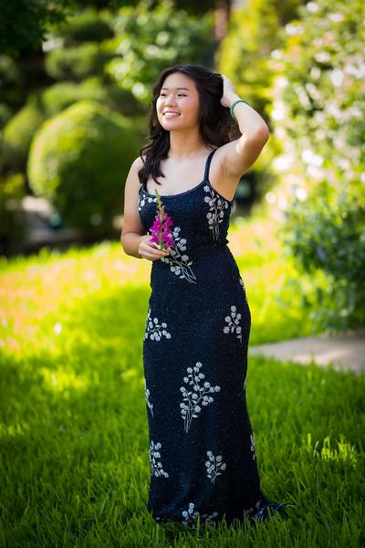 20200410_sarah-graduation-portraits_195.jpg