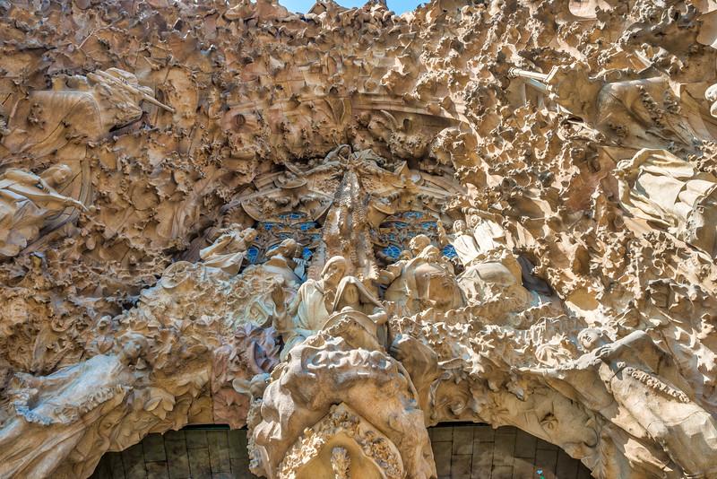 Sagrada-Familia-outside-view-1.jpg