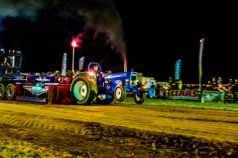 Tractor Pulling 2015-2422.jpg