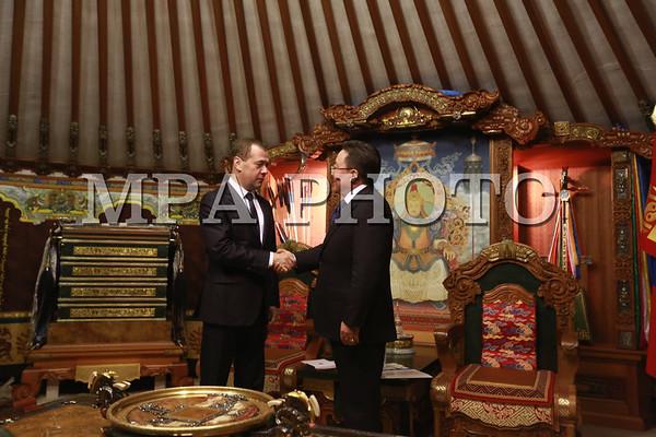 Монгол Улсын Ерөнхийлөгч Ц.Элбэгдоржид ОХУ-ын Ерөнхий сайд Д.Медведев бараалхав