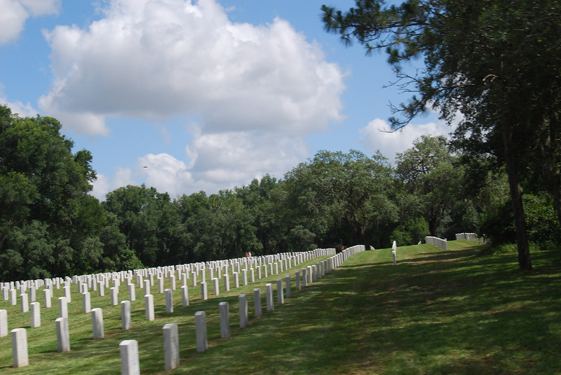 17 Graves at Florida National Cemetery.jpg