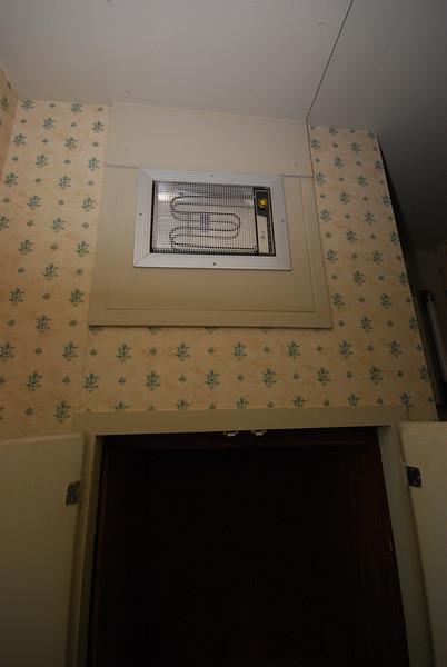 UpstairsBath4.jpg