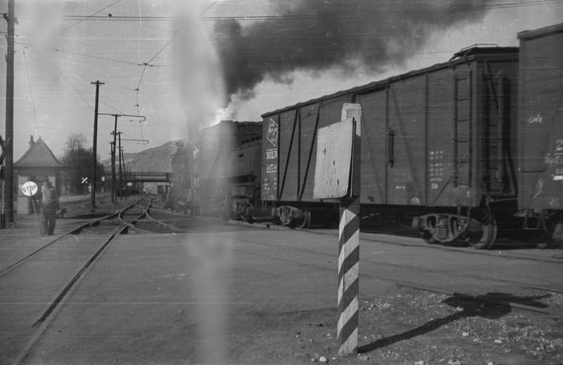 UP_2-8-0_569-with-train_Salt-Lake-City_1946_002_Emil-Albrecht-photo-0216-rescan.jpg