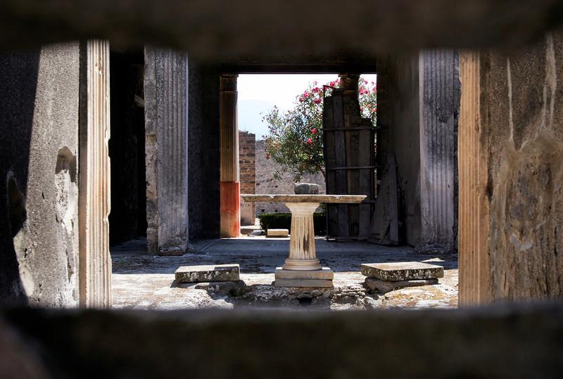 pompeii_courtyard.jpg