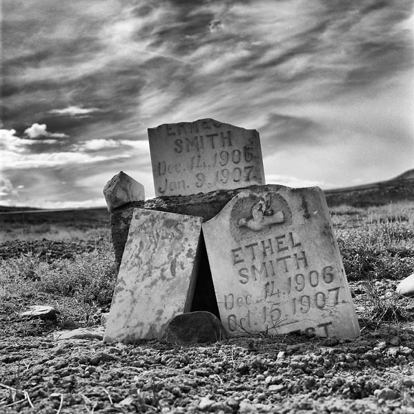 1-Cemetery-Headstones-Twins-Blad-Film.jpg