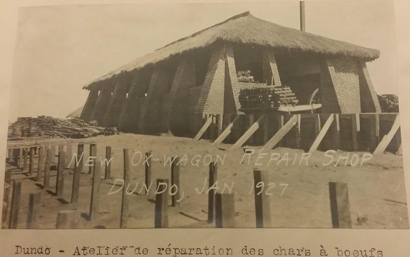 1927 - Dundo - Oficina  de carroças de bois