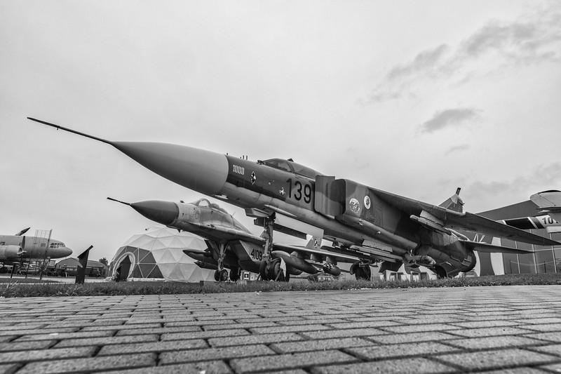 Deblin-MiG23ML-MiG29-kedark_D854688-BnW.jpg