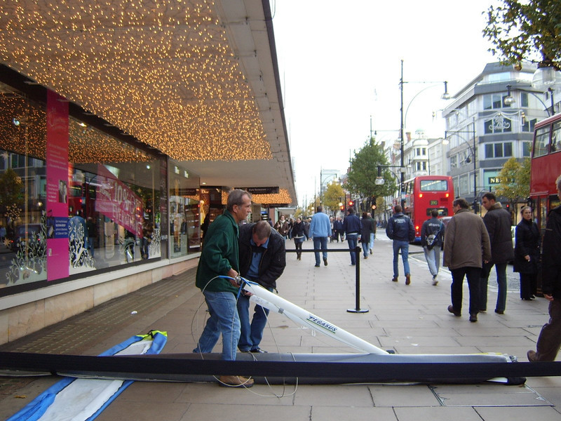 Steve & Jay Rigging The Quik Oxford Street Xmas 2006