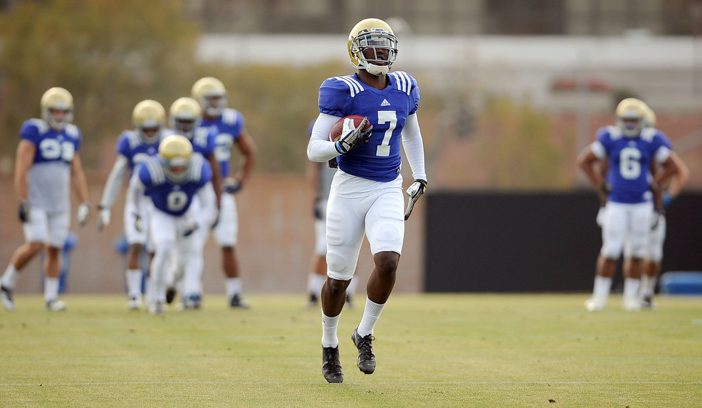 . UCLA\'s Devin Fuller carries the ball during practice April 9, 2014 in Westwood, CA.(Andy Holzman/Los Angeles Daily News)