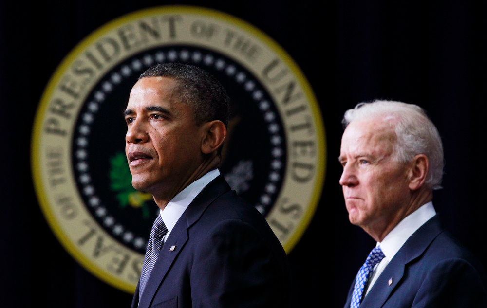 . U.S. President Barack Obama (L) unveils a series of proposals to counter gun violence as Vice President Joe Biden looks on during an event at the White House in Washington, January 16, 2013. Vice President Joe Biden delivered his recommendations to Obama after holding a series of meetings with representatives from the weapons and entertainment industries as requested by the president after the December 14 school shooting in Newtown, Connecticut, in which 20 children and six adults were killed.  REUTERS/Jason Reed