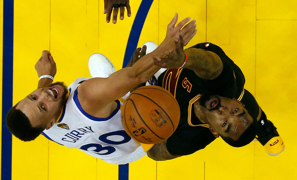 . Cleveland Cavaliers\' J.R. Smith, right, works for a rebound against Golden State Warriors\' Stephen Curry (30) during the second half in Game 2 of basketball\'s NBA Finals Sunday, June 4, 2017, in Oakland, Calif. (AP Photo/Marcio Jose Sanchez, Pool)