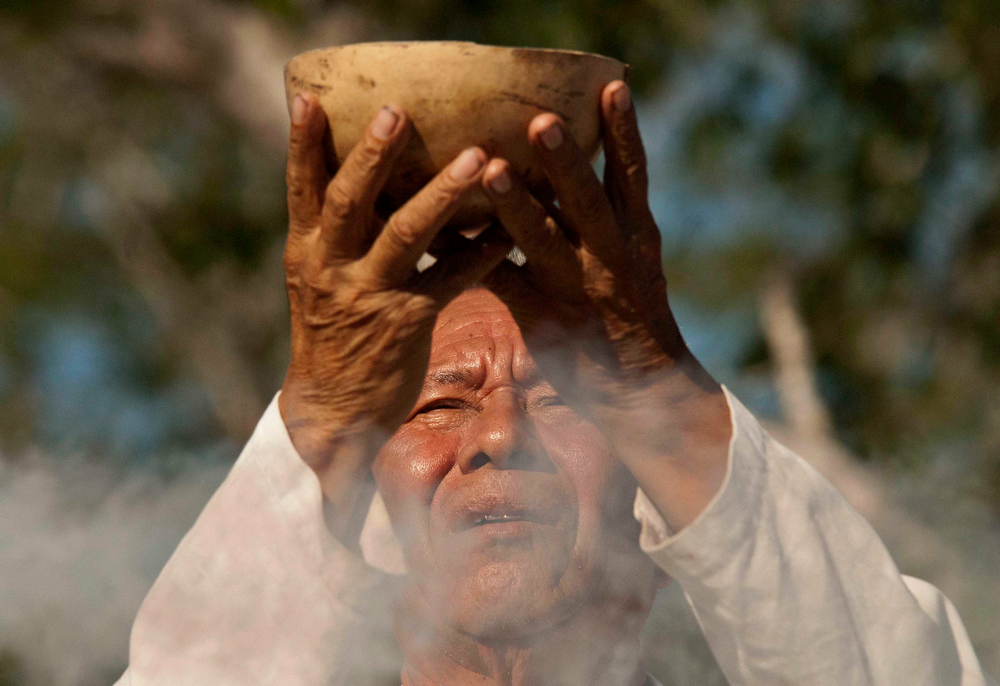 . A man takes part in a traditional spiritual ceremony during the Mayan Culture Festival in Merida December 15, 2012. According to organizers, the aim of the festival is to honor Mayan culture and to promote inter-cultural dialogue, in addition to helping the public better understand the end of the Mayan Long Count calendar, which expires on December 21. The festival is scheduled to end on December 22. REUTERS/Francisco Martin