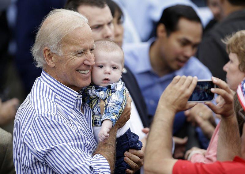 ". <p>3. (tie) JOE BIDEN <p>Travels through Iowa show this doofus still has delusions of 2016 grandeur. (unranked) <p><b><a href=\'http://dailycaller.com/2013/09/15/joe-biden-speaks-in-iowa-about-his-failed-presidential-run/\' target=\""_blank\""> HUH?</a></b> <p>    (AP Photo/Charlie Neibergall)"