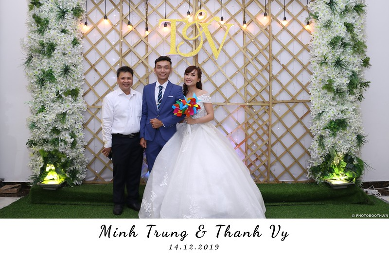 Trung-Vy-wedding-instant-print-photo-booth-Chup-anh-in-hinh-lay-lien-Tiec-cuoi-WefieBox-Photobooth-Vietnam-024.jpg