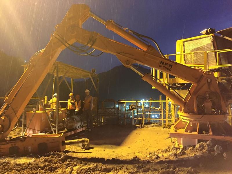 NPK B7500 pedestal boom system with GH series hydraulic breaker.jpg