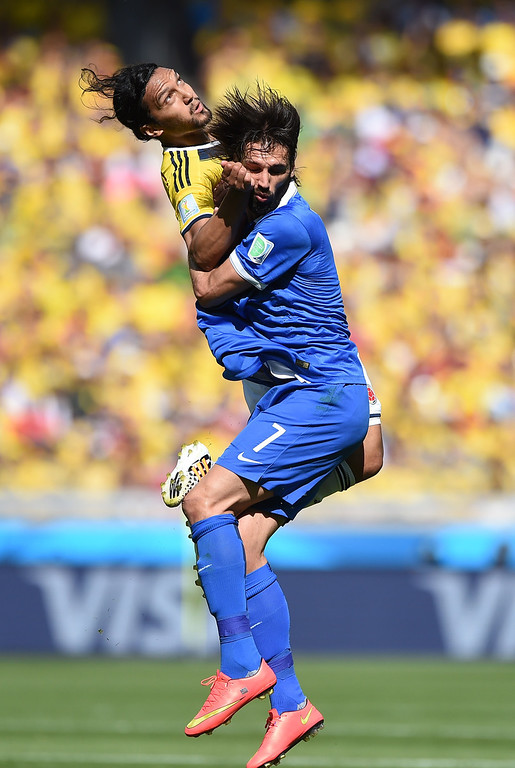 . Greece\'s forward Georgios Samaras (R) vies with Colombia\'s midfielder Abel Aguilar (L) during a Group C football match between Colombia and Greece at the Mineirao Arena in Belo Horizonte during the 2014 FIFA World Cup on June 14, 2014.   AFP PHOTO / EITAN ABRAMOVICH