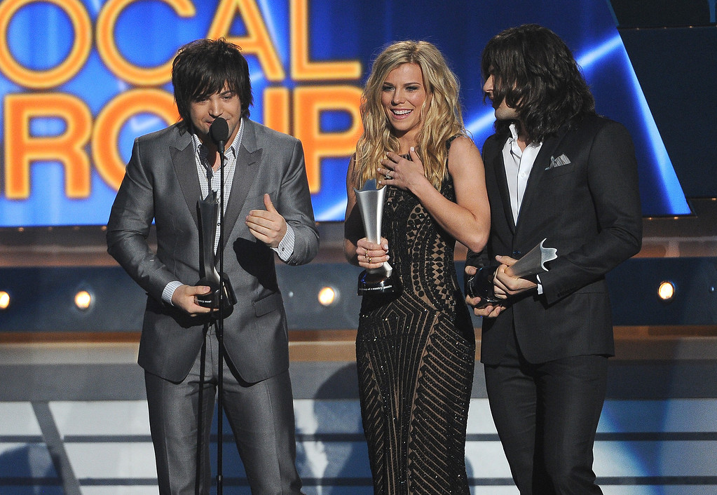. Neil Perry and from left, Kimberly Perry and Reid Perry, of the musical group The Band Perry, accept the award for vocal group of the year at the 49th annual Academy of Country Music Awards at the MGM Grand Garden Arena on Sunday, April 6, 2014, in Las Vegas. (Photo by Chris Pizzello/Invision/AP)