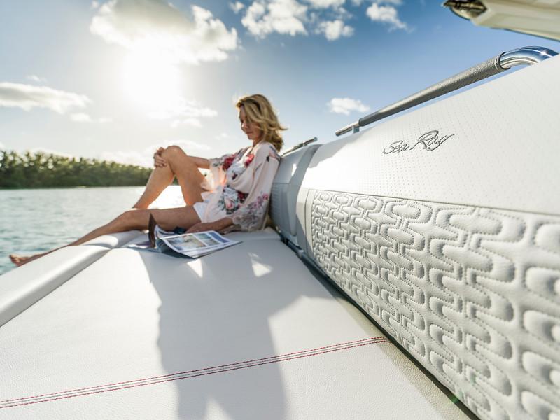 2020-SLX-R-400-e-Outboard-lifestyle-17.jpg