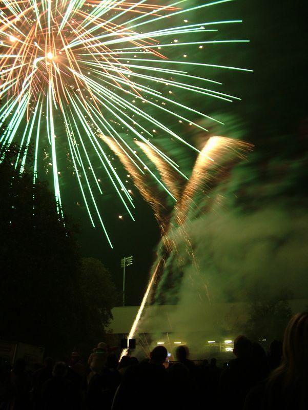 2004_1105putneyfireworks20077.JPG