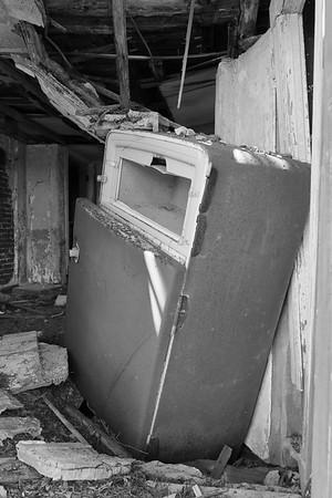 Rusting refrigerator in the Cushman house on Mockhorn Island, VA.  © 2020 Kenneth R. Sheide