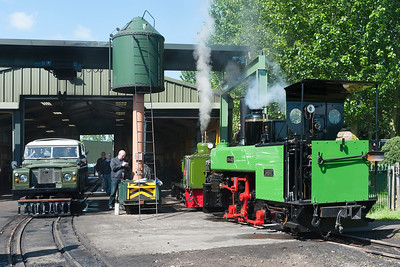 Hunslett Jack Lane and Corpet Minas de Aller share the loco depot witha rail Land Rover