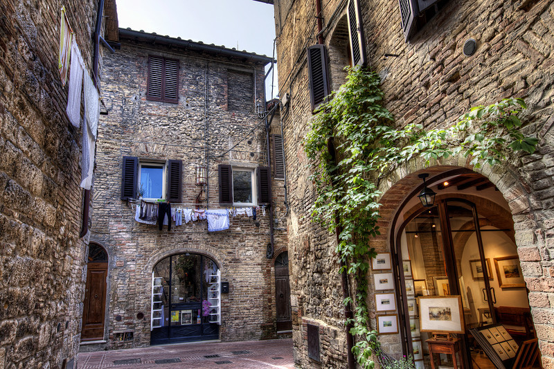 San-gimignano-alleyway.jpg