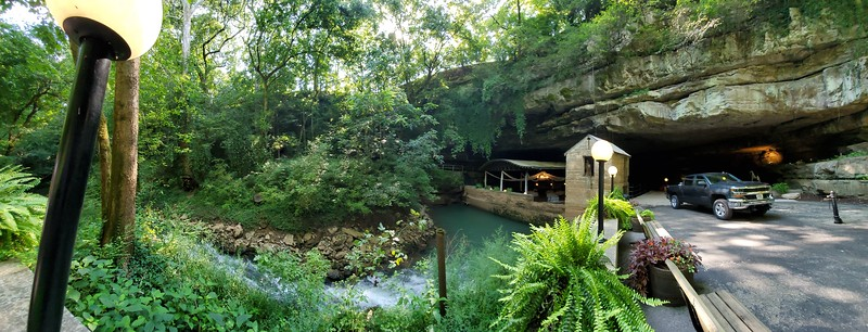KY, Bowling Green - Lost River Cave - Underground Boat Tour, 2019